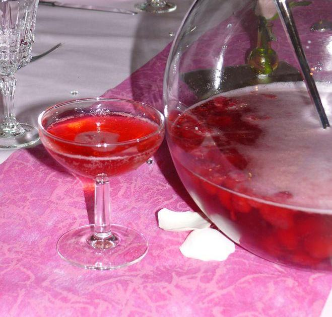 recette soupe de champagne fraises et framboises 750g. Black Bedroom Furniture Sets. Home Design Ideas