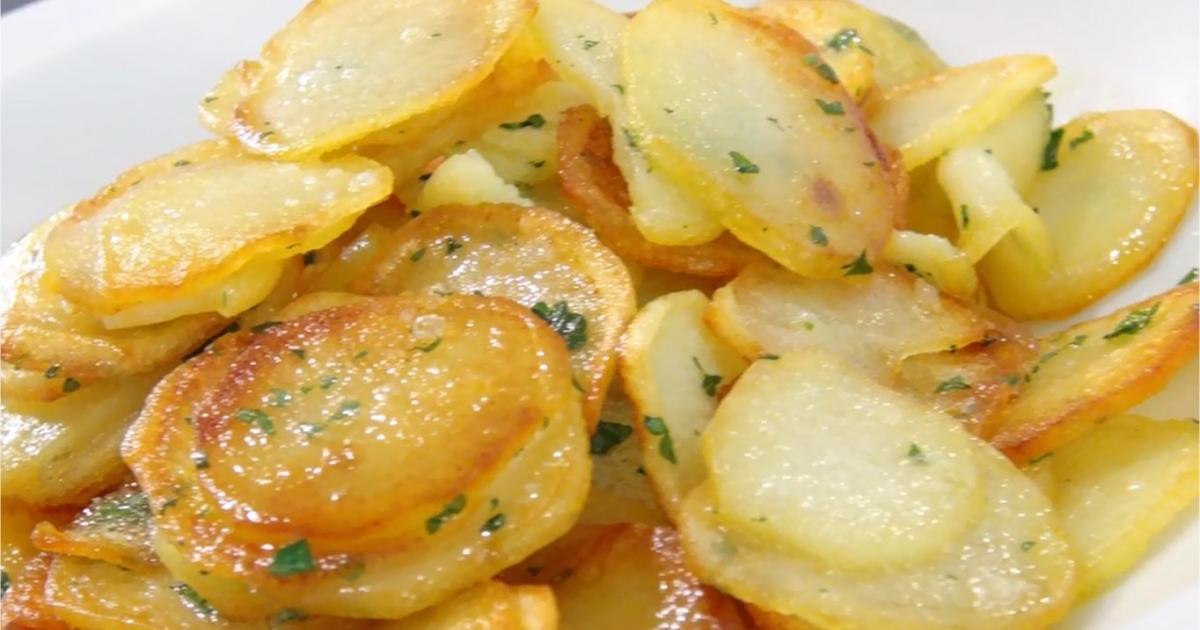 Recette pommes de terre saut es en vid o - Comment cuisiner les aubergines poele ...