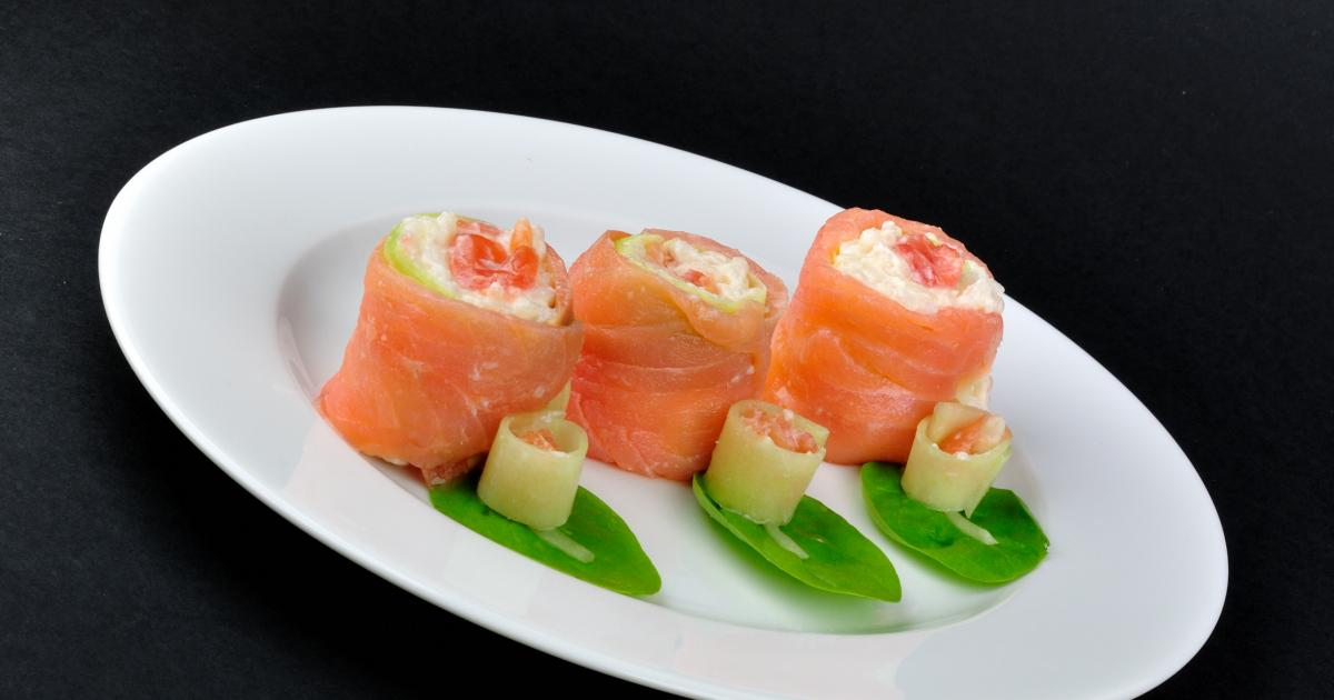 recette rouleaux maki cr meux au saumon riz au philadelphia concombre et tomate 750g. Black Bedroom Furniture Sets. Home Design Ideas