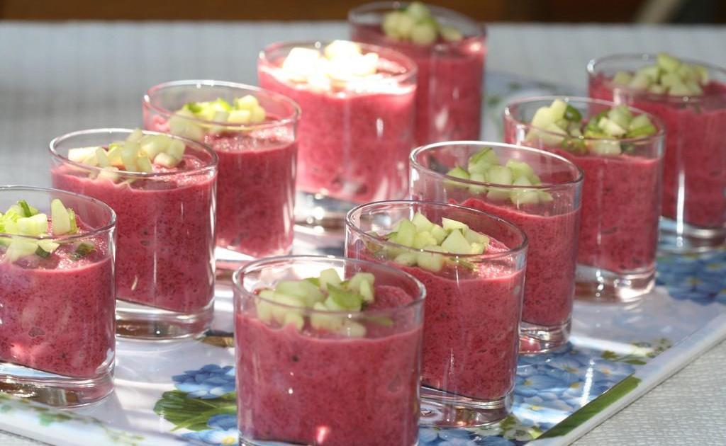 Recette gaspacho de betteraves rouges amandes et yaourt - Comment cuisiner les betteraves rouges ...