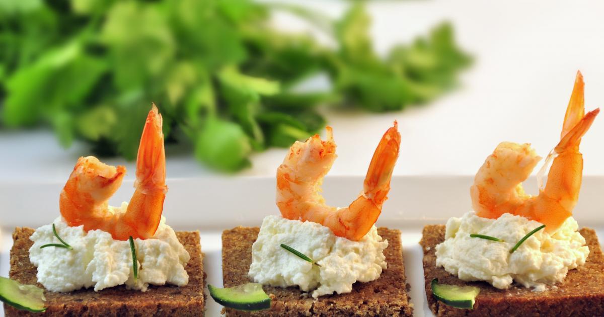 recettes de toasts au saumon fum les recettes les mieux not es. Black Bedroom Furniture Sets. Home Design Ideas