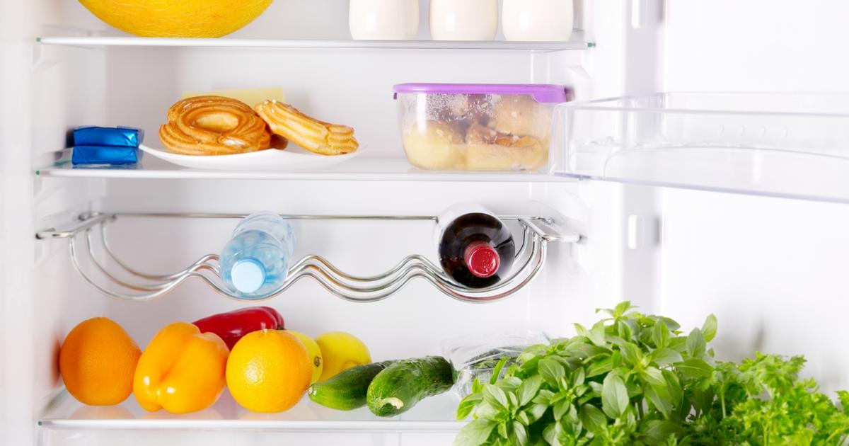 on vous explique comment enfin bien nettoyer son frigo. Black Bedroom Furniture Sets. Home Design Ideas