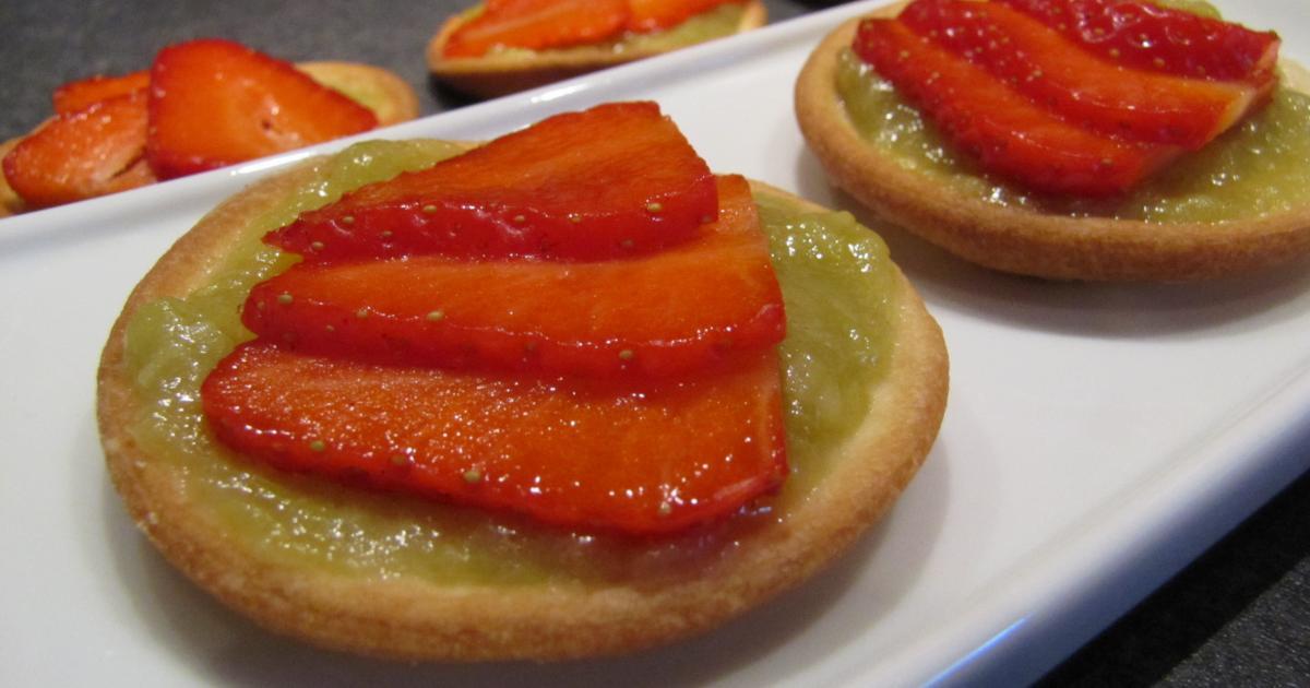 recette petites tartes aux fraises sur lit de rhubarbe vanill e 750g. Black Bedroom Furniture Sets. Home Design Ideas