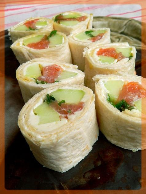 recettes du maki au saumon et concombre les recettes les mieux not es. Black Bedroom Furniture Sets. Home Design Ideas