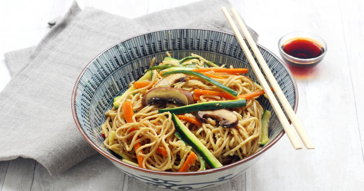 recette wok de nouilles saut es aux l gumes et champignons en pas pas. Black Bedroom Furniture Sets. Home Design Ideas