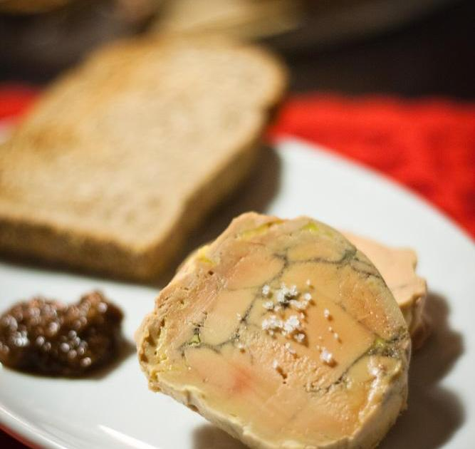 la recette du foie gras au torchon les recettes les. Black Bedroom Furniture Sets. Home Design Ideas
