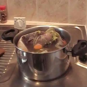 Recettes de saut de boeuf la tomate les recettes les - Cuisiner langue de boeuf sauce piquante ...