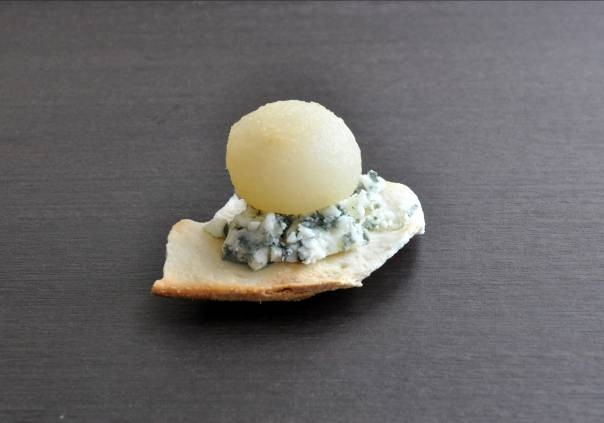 recette tapas poires poch es au vin blanc gingembre anis toil et roquefort 750g. Black Bedroom Furniture Sets. Home Design Ideas