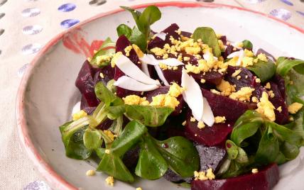 Recette salade de m che betterave et oeuf dur 750g - Cuisiner des betteraves rouges ...