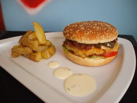 recette hamburger made in benzo potatoes maison et sa sauce creamy deluxe comme au mac do. Black Bedroom Furniture Sets. Home Design Ideas
