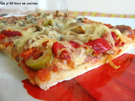 recette pizza aux saucisses poivrons et olives vertes 750g. Black Bedroom Furniture Sets. Home Design Ideas