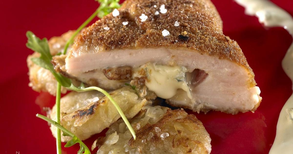 Recette Cordon bleu, pruneaux, salami, Bresse Bleu et sa galette de pommes de terre, sauce au