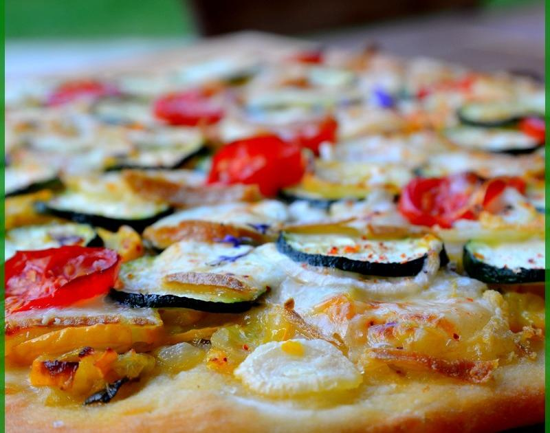 recette une pizza 2 courgettes fromage de brebis 750g. Black Bedroom Furniture Sets. Home Design Ideas