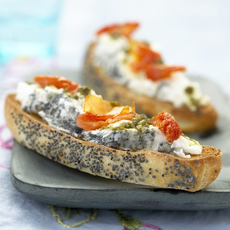 recette tartine de ch vre la tomate et au pesto 750g. Black Bedroom Furniture Sets. Home Design Ideas