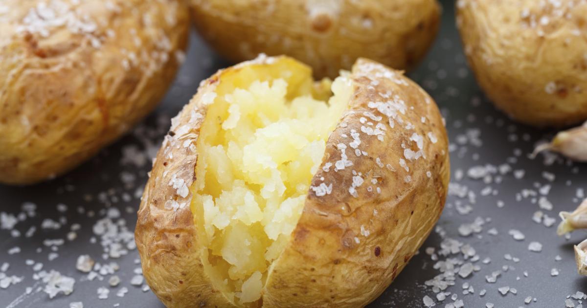 recette pommes de terre au four la fleur de sel et cr me de ciboulette en vid o. Black Bedroom Furniture Sets. Home Design Ideas