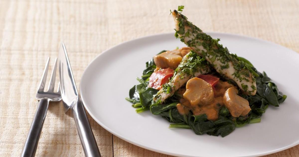 Recette aiguillettes de poulet enrob es d 39 herbes fra ches tomb e de pousses d 39 pinards aux - Cuisiner aiguillette de poulet ...