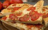 Focaccia aux tomates, fromage et origan