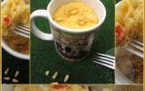 Mug cake poivron, féta, pignons
