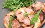 Tartine d'agneau Presto aux figues, chèvre, miel et herbes de Provence