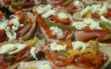 Tartines jambon fumé, poivrons, mozarella et confiture de poivrons