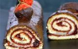 Roulé au chocolat et aux fraises