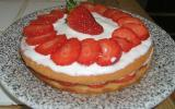 Gâteau, fraises et chantilly