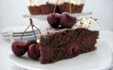 Gâteau au chocolat, aux cerises et aux amandes