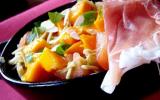 Salade toute crue: courgette, mangue, jambon