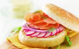 Burger de saumon mariné