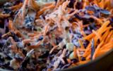 Salade de coleslaw au chou rouge et aux carottes
