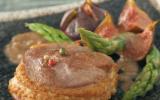 Tournedos de canard, sauce à la figue et asperges vertes
