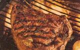Côte de bœuf marinée aux oignons dorés