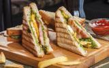 Sandwich chaud au poulet grillé et pesto