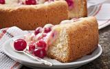 Gâteau à la crème et cerises