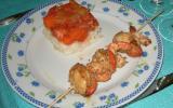 Brochettes de crevettes et noix de saint-jacques en marinade et aux graines de sésame