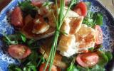 Salade gourmande aux aiguillettes de poulet et oeuf poché