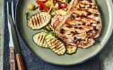 Côte de veau au barbecue, olives de Kalamata et citron confit, courgettes grillées et vinaigrette tomate-abricot