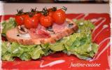 Tartines de jambon cru au chèvre et tomates cerises confites