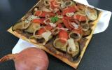 Tarte fine au confit d'oignons Roscoff et légumes du soleil