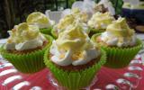 Cupcakes aux pommes et cerneaux de noix avec son topping crème chantilly arôme de pomme