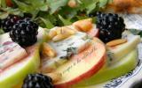 Salade de pommes en duo Fourme d'Ambert et mûres