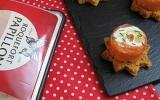Roulés de saumon au roquefort, pignons de pin et poires sur pain d'épices