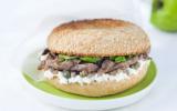 Bagel d'agneau à la brousse de brebis, anchois et olives