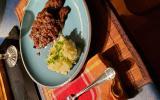Steak de biche sauce cerises