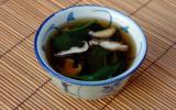 Soupe aux shiitakes et aux épinards