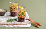 Verrine de quinoa, petite salade de surimi, mangue et graines germées
