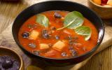 """Gaspacho tomate, coulis d""""olives violette & cubes de saison"""