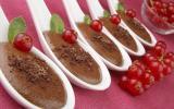 Cuillères de mousse au chocolat