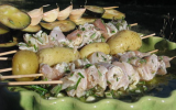Brochettes de blancs de poulet marinés