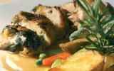 Poitrine de pintade fermière des Landes cuisinée au lard sur la braise